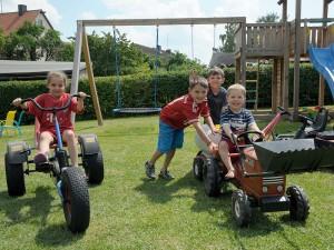 Ferienhof Straußberger - Kinder beim spielen